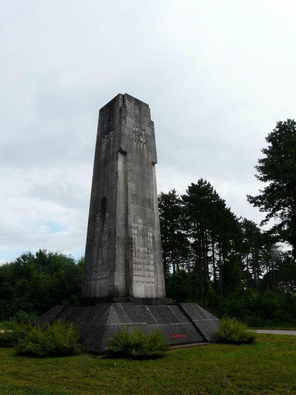 monument-mort-verdun-france-bataille
