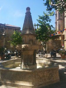 Fontaine de la place de la Révolution
