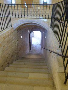 Couloir donnant accès au cloître
