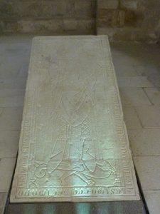 Stèle funéraire de l'abbé Hugues de Faye
