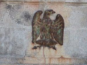 Aigle-impérial-sur-la-façade