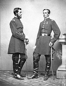 Le duc de Chartres à droite et son frère le comte de Paris à gauche