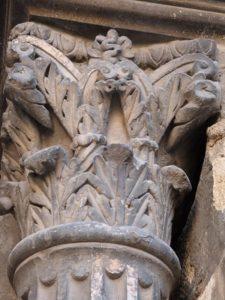 Chapiteau-du-portail-dentrée