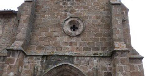 Clocher et portail d'entrée