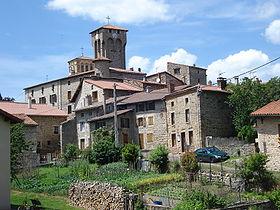Le village de Marols et son église fortifiée