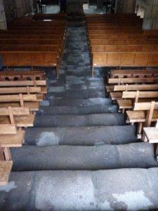 Nef, escaliers d'entrée