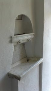 Salle des pénitences, lavabo