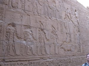 Scène royales à l'intérieur du temple