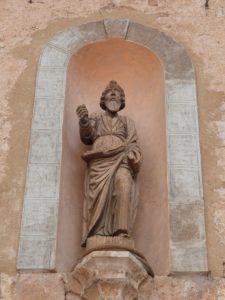 Statue sur façade principale