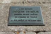 Plaque commémorative indiquant l'emplacement du bûchet, square du Vert Galant à Paris