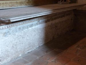 Collatéral gauche, sarcophage de Sainte Prève