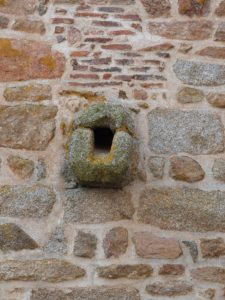 Façades fortifiées et dégorgeoir