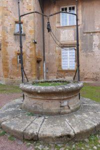 Cour du prieur- puits