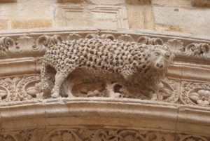 Grand portail, agneau de l'apocalypse