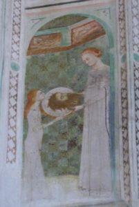 La chapelle des fresques-Salomé présente sur un plat à Hérodiade la tête de Jean-Baptiste.