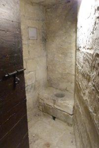 Châtelet d'entrée-latrines à vivres