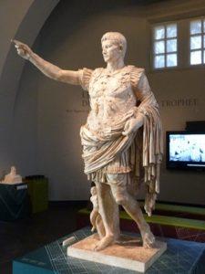 Statue de l'Empereur Auguste - musée de la Turbie du Trophée d'Auguste)