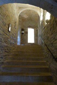 Escaliers menant à l'étage