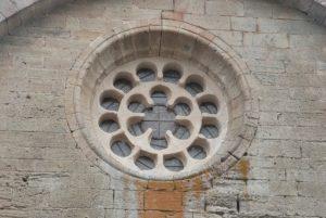 Abbaye de Sylvanès rosace sur le façade latérale nord chevet côté choeur