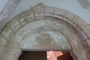 Tympan de la porte d'entrée de la sacristie